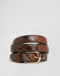 Узкий ремень с блестящим принтом под змеиную кожу ASOS - Коричневый