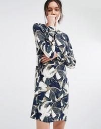 Цельнокройное платье с цветочным принтом Just Female - Синий