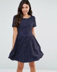 Платье в горошек с короткими рукавами и завязкой сзади Yumi