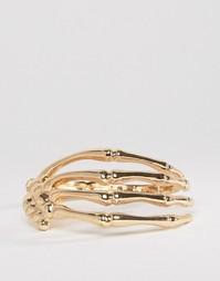 Золотистый браслет в виде руки скелета ASOS - Золотой