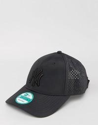 Регулируемая по размеру кепка с перфорацией New Era 9Forty NY Yankees