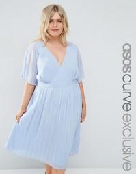 Платье миди с кейпом, запахом и плиссированной юбкой ASOS CURVE