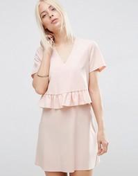 Двухслойное платье с короткими рукавами и оборкой ASOS - Blush