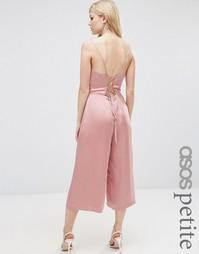 Атласный комбинезон с бретельками на спине ASOS PETITE - Розовый