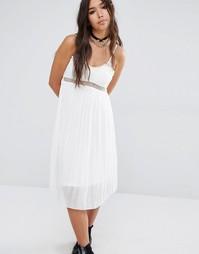 Плиссированное платье миди с кружевом Boohoo Boutique - Кремовый
