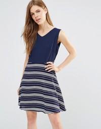 Платье с контрастными полосками на юбке и завязкой сзади Yumi