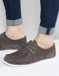 Серые замшевые туфли на белой подошве ASOS Wallabee - Серый