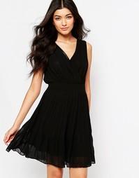 Короткое приталенное платье с запахом спереди Mela Loves London