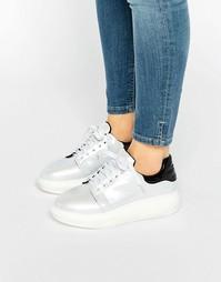 Белые переливающиеся кроссовки на платформе Daisy Street