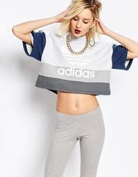 Укороченный топ с высокой горловиной и логотипом‑трилистником adidas O