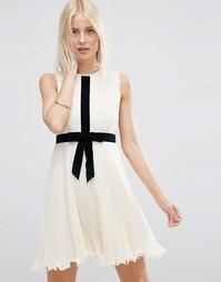 Плиссированное короткое приталенное платье с бантом ASOS Occasion