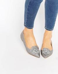 Туфли-слиперы с заостренным носком и отделкой камнями London Rebel