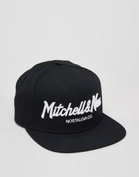 Бейсболка с логотипом Mitchell & Ness - Черный