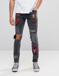 Зауженные джинсы с нашивками и прорехами ASOS - Выбеленный черный