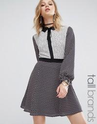 Платье с комбинированными принтами и контрастным воротником Glamorous