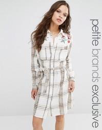 Платье в клетку с длинными рукавами и вышивкой Glamorous Petite