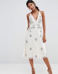 Декорированное платье с бретельами Boohoo Boutique - Слоновая кость