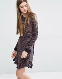 Трикотажное платье с геометрическим принтом и оборкой по краю Baum Und