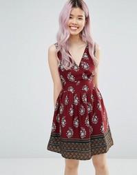 Платье с принтом и завязывающимся поясом Yumi - Burgundy