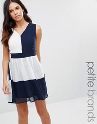 Платье в стиле колор блок с завязкой сзади Yumi Petite