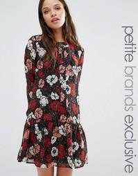 Короткое приталенное платье с цветочным принтом Fashion Union Petite