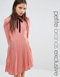 Короткое приталенное платье с галстуком‑бабочкой Fashion Union Petite