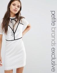 Платье-футляр с контрастной вставкой и завязкой Fashion Union Petite G