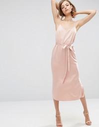 Атласное платье-сорочка миди с поясом ASOS - Светло-розовый