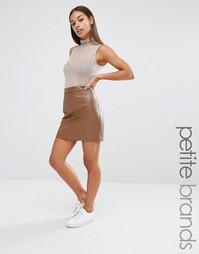 Мини-юбка в кожаном стиле Boohoo Petite - Шоколадный
