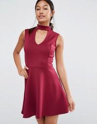 Короткое приталенное платье с горловиной в стиле чокер Lipsy