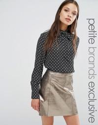 Блузка в горошек с завязкой у горловины Fashion Union Petite Drew