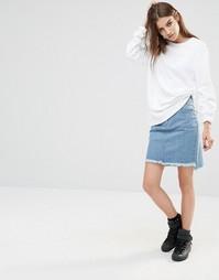 Джинсовая юбка-трапеция с асимметричной необработанной кромкой Liquor