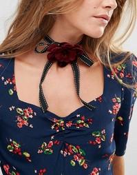 Ленточное ожерелье-чокер с цветочной отделкой ASOS - Розовый