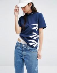 Темно-синяя классическая футболка с высокой горловиной и принтом Reebo Reebok