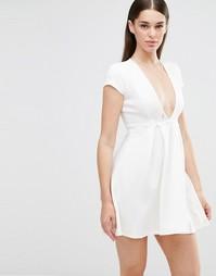 Короткое приталенное платье с глубоким вырезом Twin Sister - Кремовый