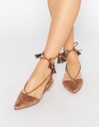 Туфли на плоской подошве с завязкой Truffle Collection Edlyn