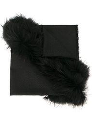 шарф с оторочкой мехом енота  Fendi