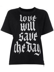 футболка с принтом фразы  Sacai