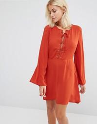 Приталенное платье с бантом Glamorous - Красно-бурый