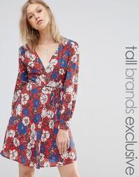 Короткое приталенное платье с глубоким вырезом спереди и цветочным при Glamorous Tall