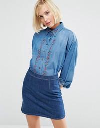 Джинсовая рубашка бойфренда с вышивкой ASOS - Синий выбеленный