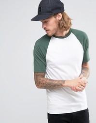 Белая футболка с зелеными рукавами реглан ASOS