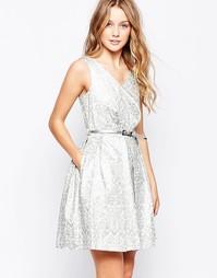 Набивное платье цвета металлик с ремнем Closet