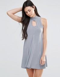 Короткое приталенное платье с высоким воротом и вырезом капелькой Love