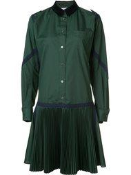 плиссированное платье-рубашка Sacai