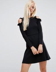 Короткое приталенное платье с рюшами и вырезами на плечах ASOS
