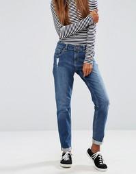 Выбеленные посередине джинсы бойфренда ASOS Kimmi Roxy