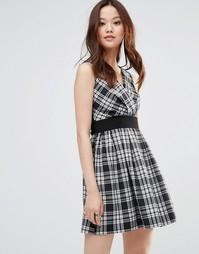 Короткое приталенное платье в клетку Wal G
