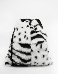 Рюкзак из искусственного меха с черно-белым животным принтом и шнурком The Ragged Priest - Мульти