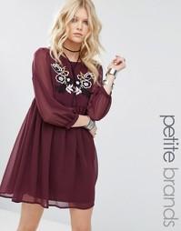 Короткое приталенное платье с вышивкой Glamorous Petite - Красный